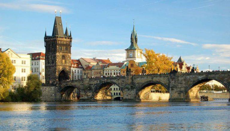 Карлов Мост — самая красивая достопримечательность Праги