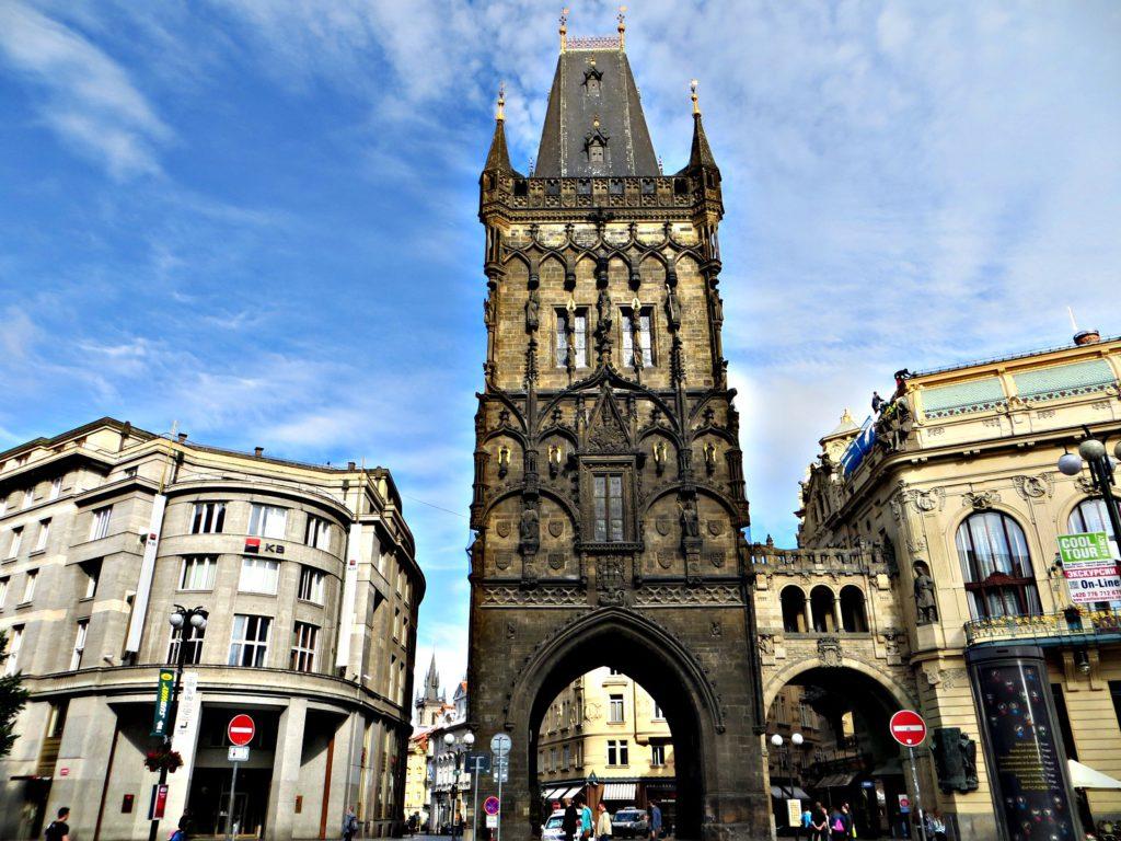 Красивейшая Пороховая башня в центре Праги