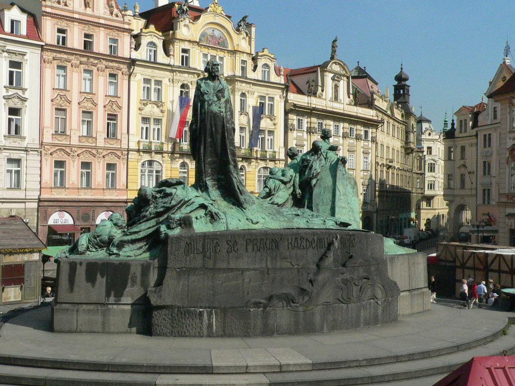 Памятник Яну Гусу на Староместкой площади