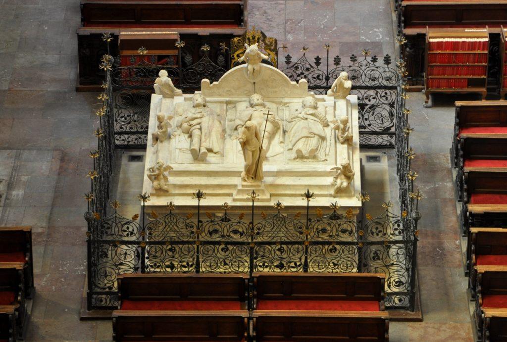 Королевская усыпальница в Соборе святого Вита