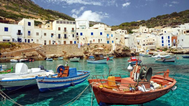 Лодочки около Сицилии
