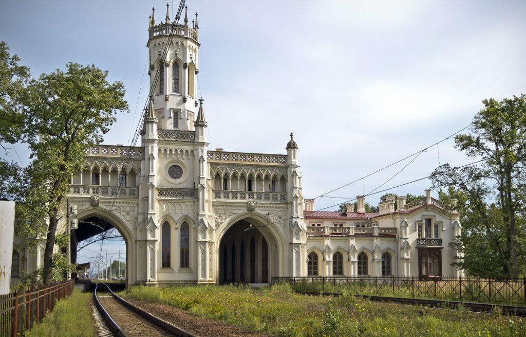 Железнодорожный вокзал в Петергофе