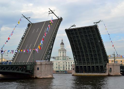 Вид на Дворцовый мост