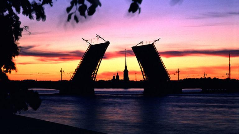 Дворцовый мост на рассвете