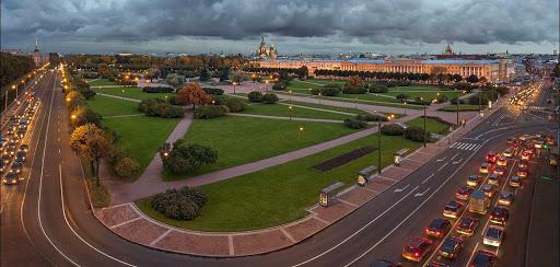 Марсово Поле- достопримечательность в Санкт-Петербурге