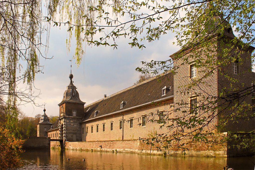 Замок Хельторф
