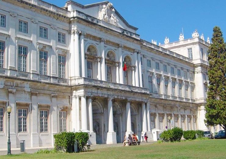 Дворец Аджуда