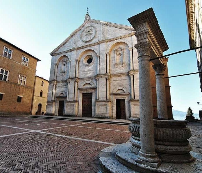 Соборная площадь и Кафедральный собор Монтепульчано