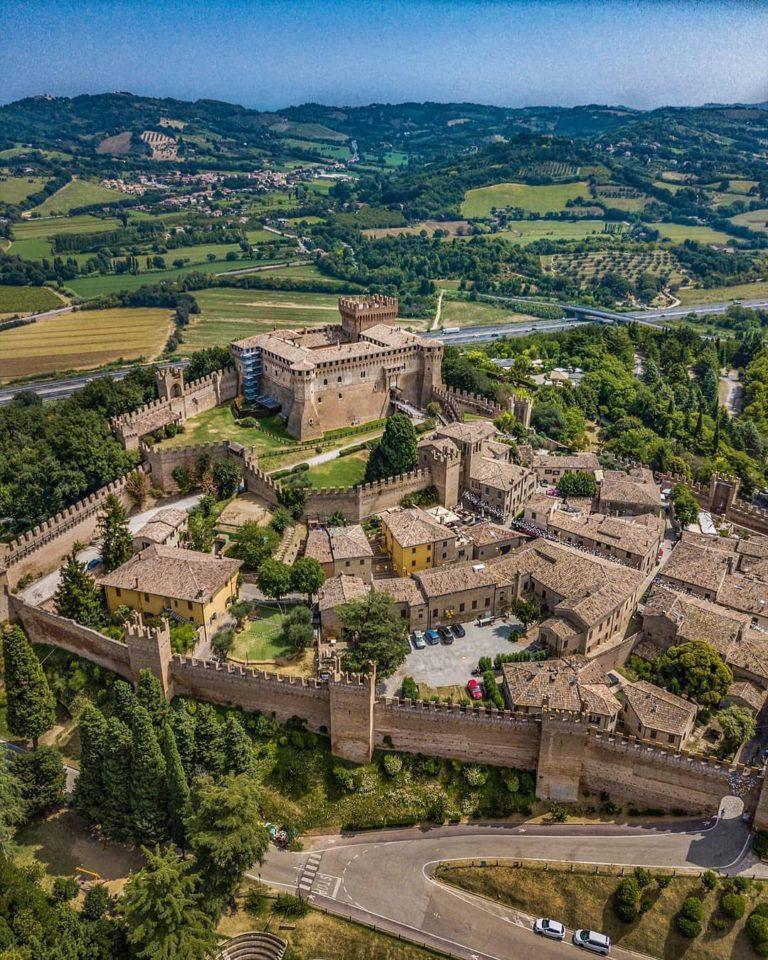 Вид на крепость Градара сверху