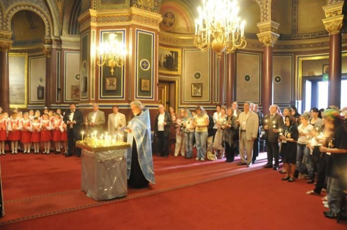 Служба в соборе Александра Невского в Париже