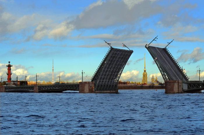 Дворцовый мост с воды