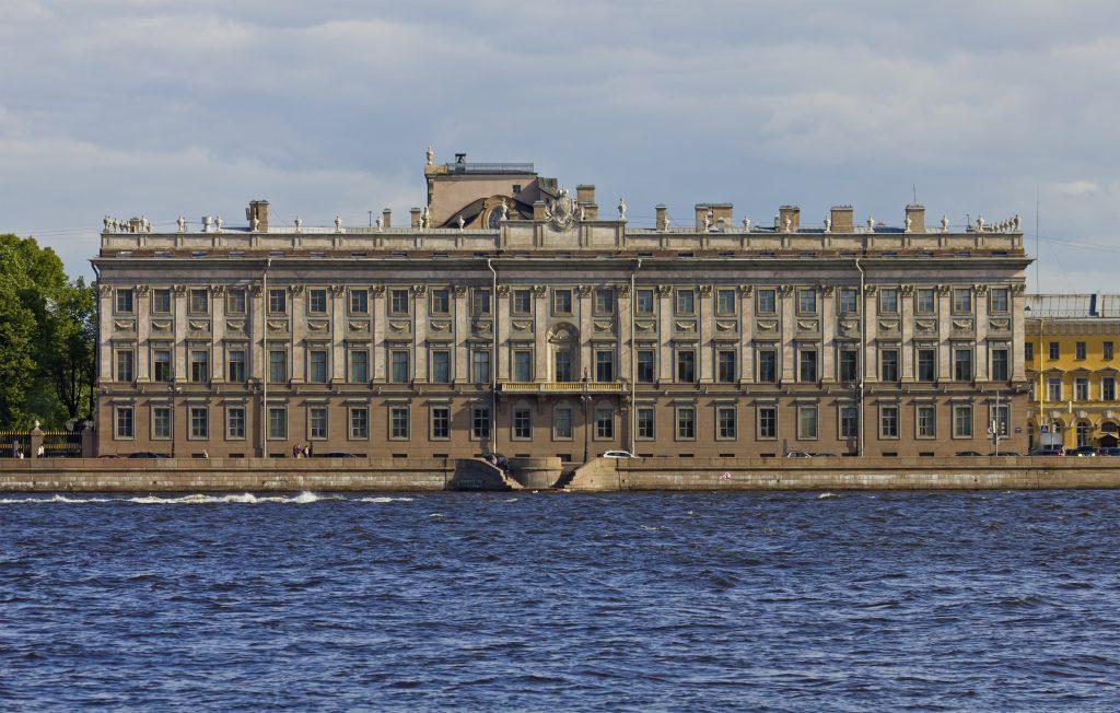 Мраморный дворец - красивая достопримечательность