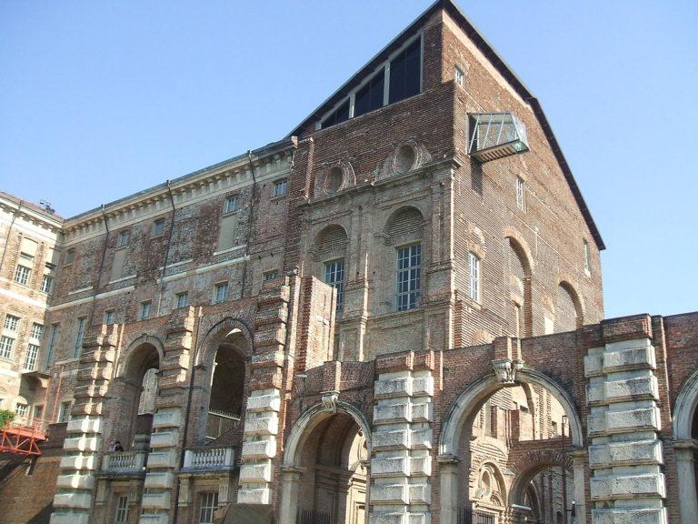Замок Риволи