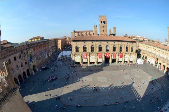 главная площадь Болоньи