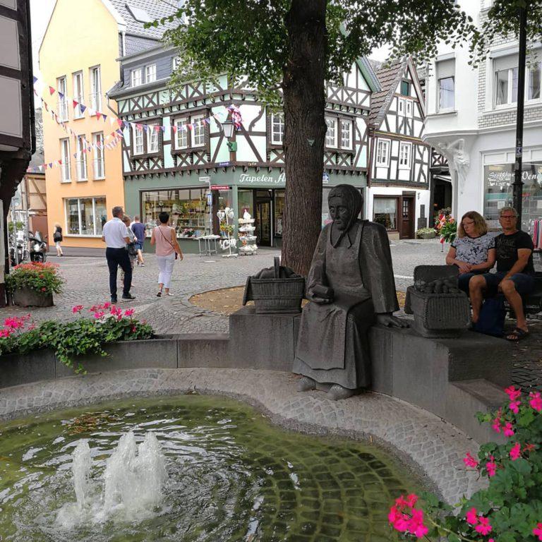 Памятник старухе Агнесс в Литце