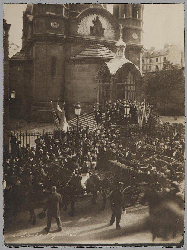 Николай II посещает Собор Святого Александра Невского в Париже