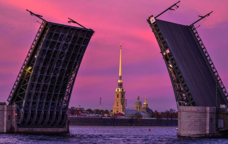 Закат и Дворцовый мост