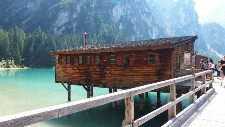 Отель на озере Брайес
