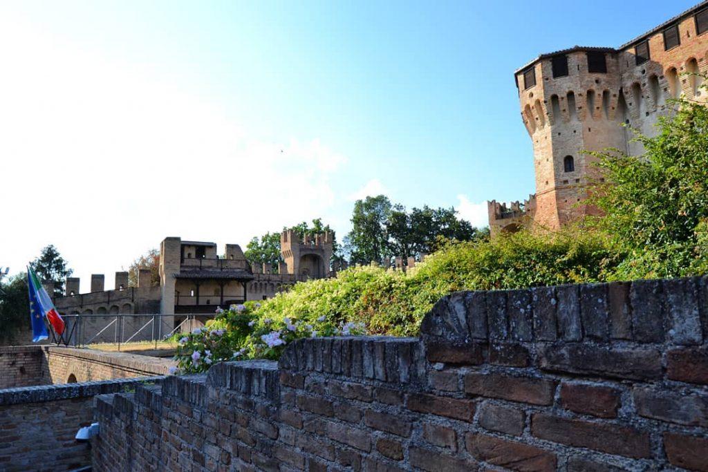 Выход из замка Градара