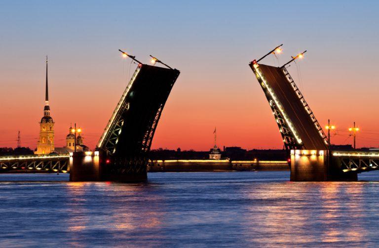 Рассвет и Дворцовый мост