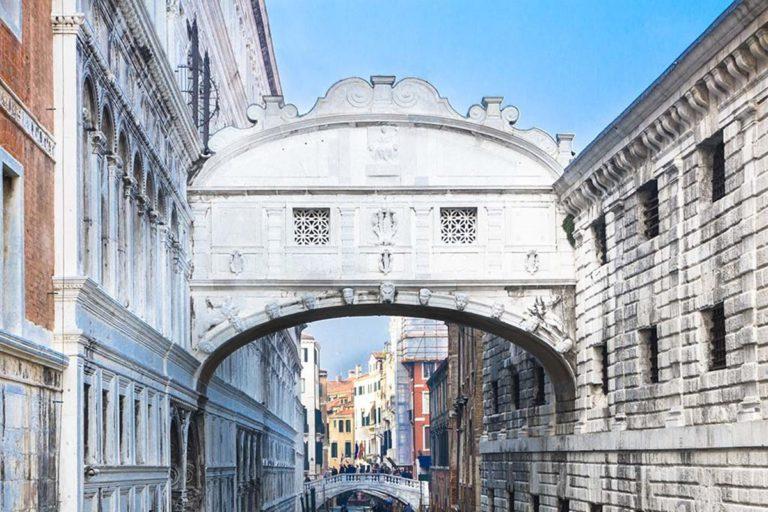 мраморный мост в Венеции