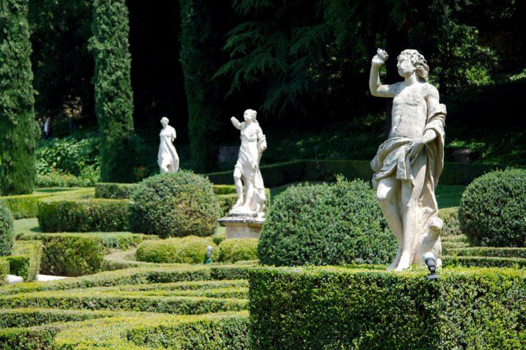 скульптуры в саду Джусти