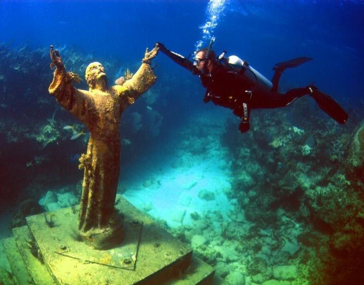 статуя Христос бездны