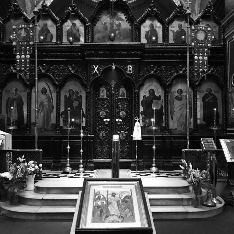 Иконостас в соборе Александра Невского