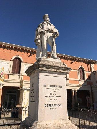 памятник Джузеппе Гарибальди в Чезенатико