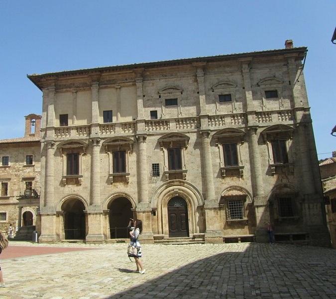 Дворец Риччи и винодельня Cantina Redi