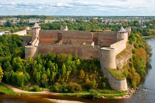 Вид на крепость Копорье с птичьего полета