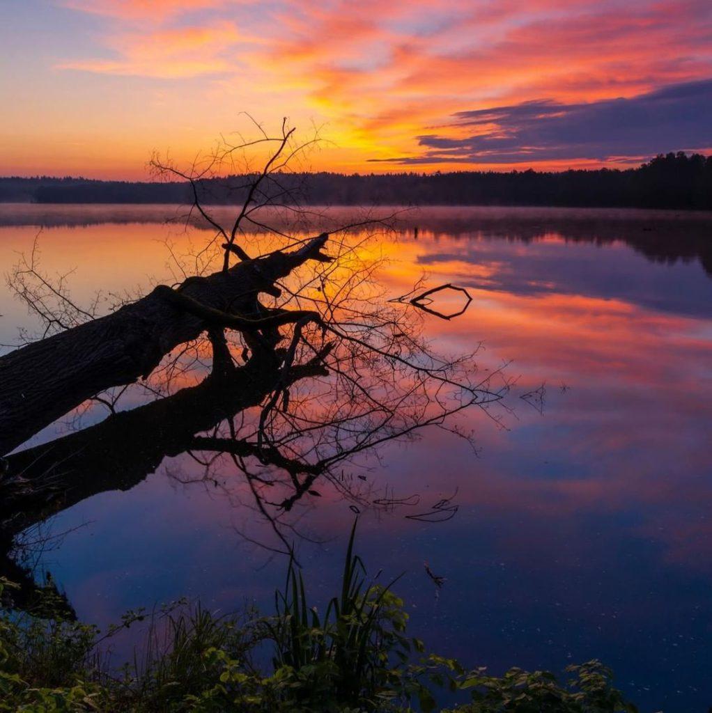 Закат недалеко от города Тршебонь в Чехии
