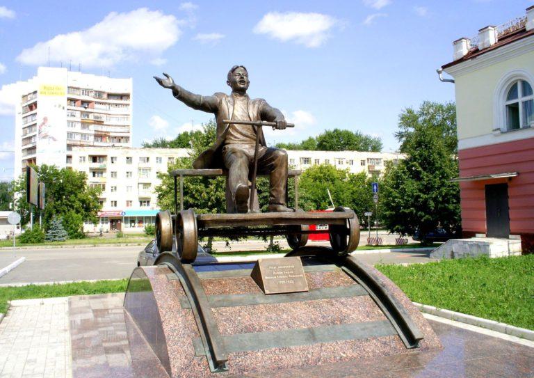 Памятник Кириллу Иванову
