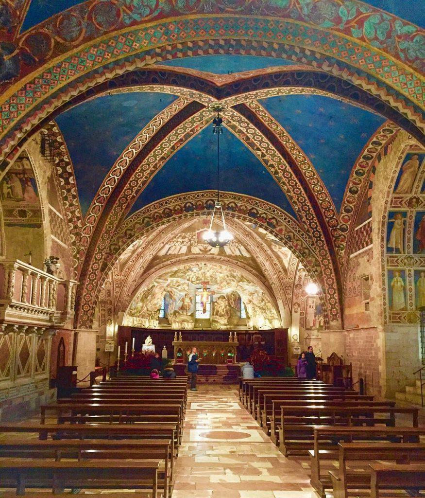 Церковь Сан-Франческо в Ассизи внутри