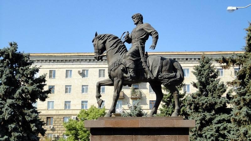 Памятник основателям Царицына