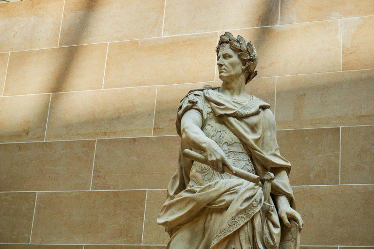 Статуя Гая Юлия Цезаря