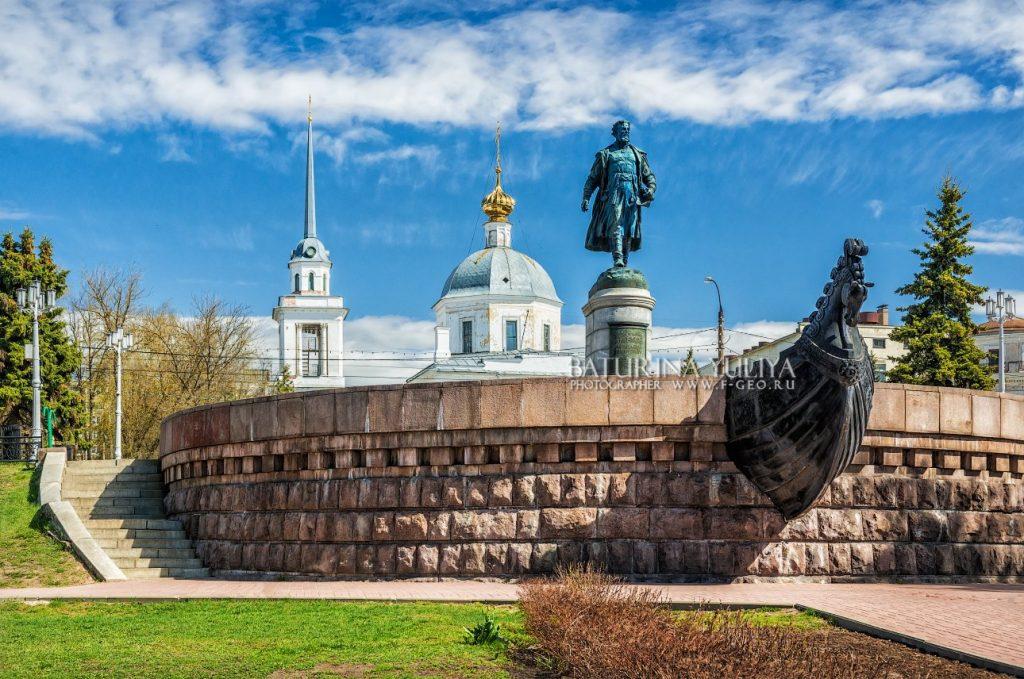 Памятник Афанасию Никитину Тверь