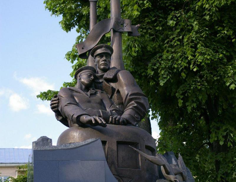 Памятник подводникам Тверь