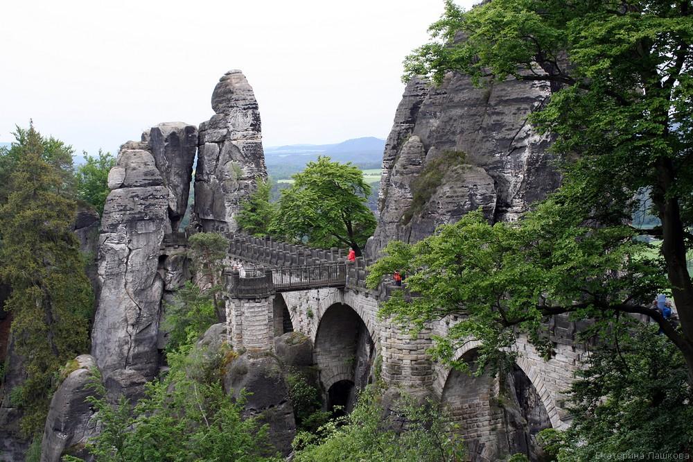 Скалы и мост Бастай