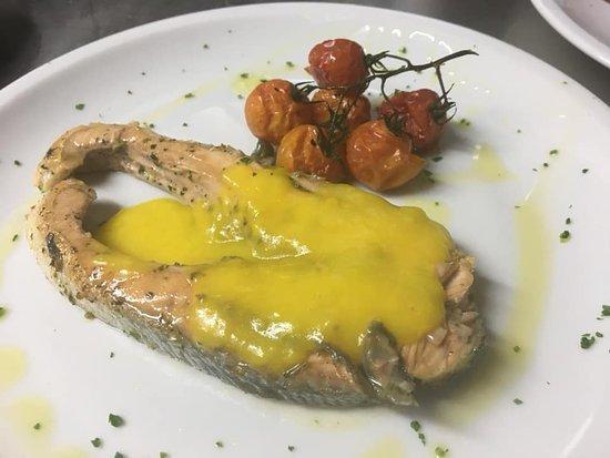 Филе семги с сырным сабайоном