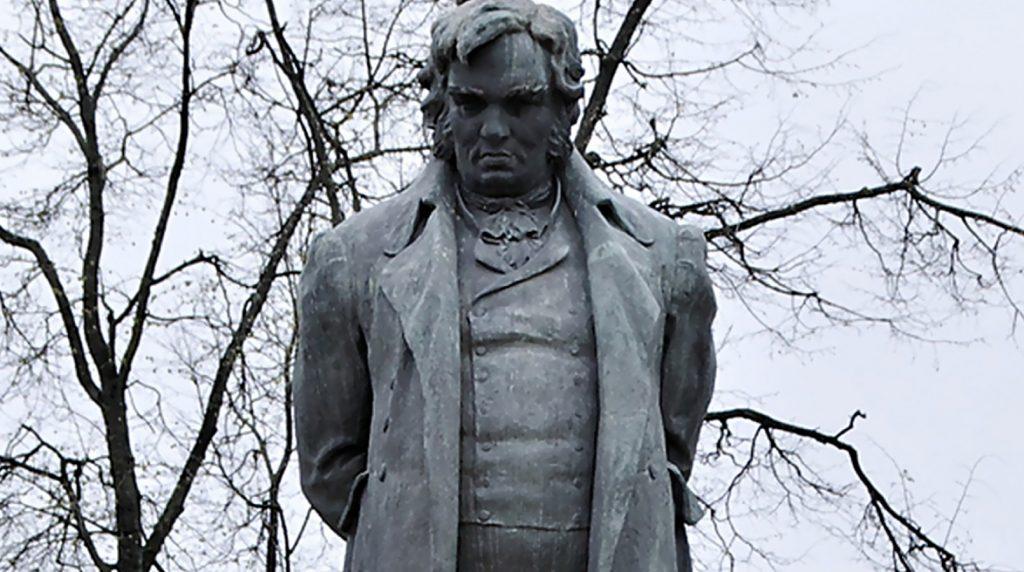 Памятник Крылову И.А.