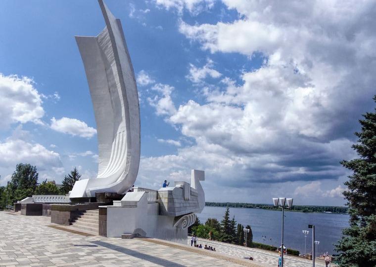 Монумент «Самарская ладья»