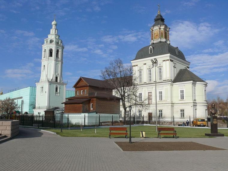 Историко-мемориальный музей Демидовых и Николо-Зарецкая церковь.