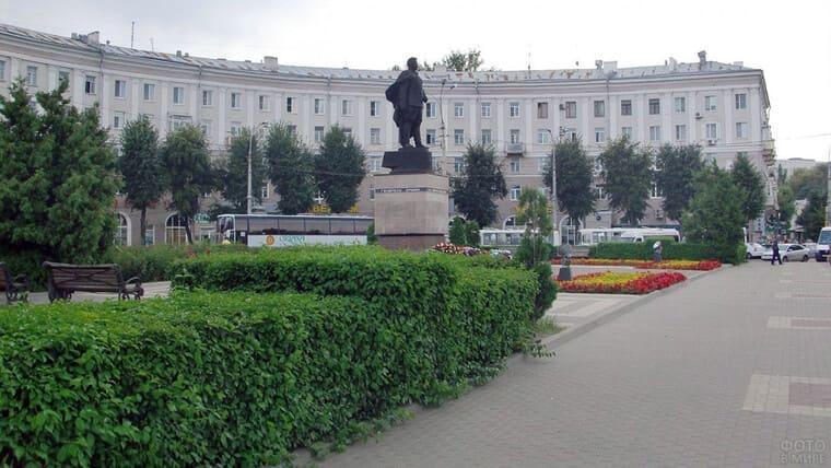 Площадь Черняховского