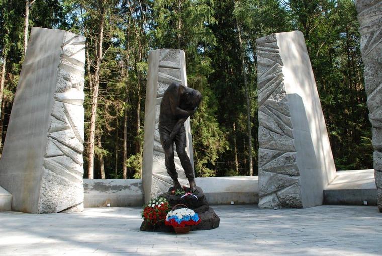 Мемориальный комплекс «Катынь» в Смоленске