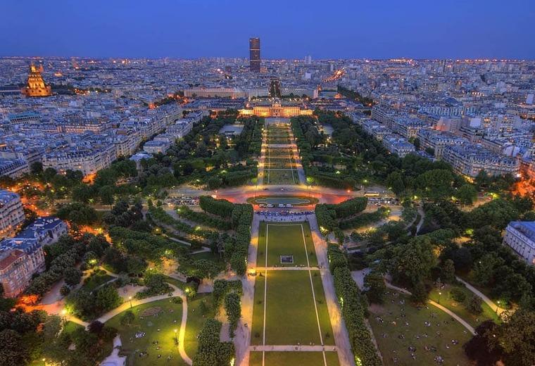 Елисейские поля (г. Париж)