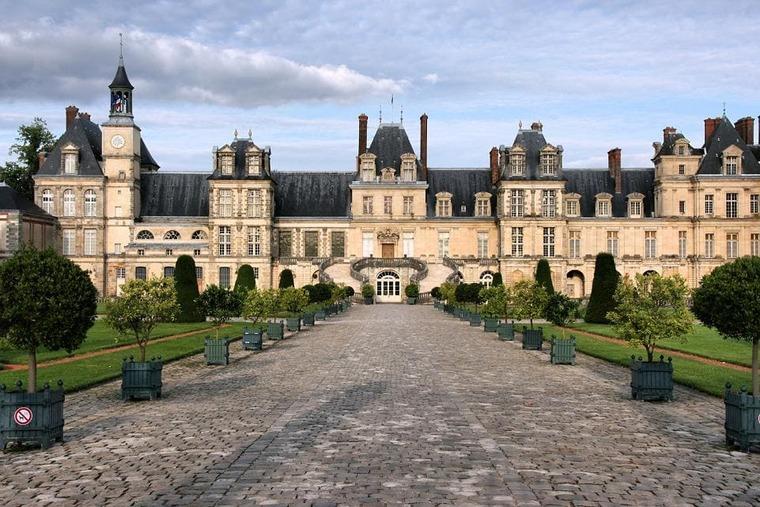 Дворец Фонтенбло (50 км от г. Париж)