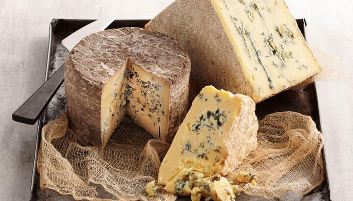 С чем подают сыр горгонзола