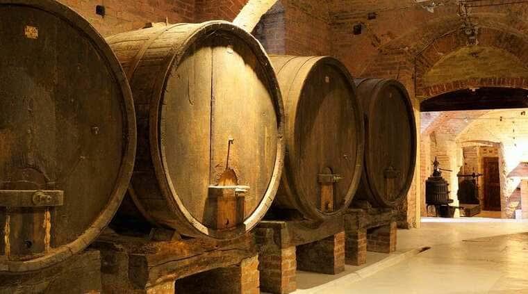 Выдержка вина в бочках
