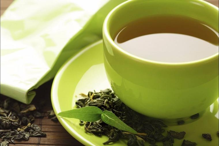 Зеленый чай в чашке